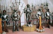 Общество: Почему старинные доспехи и мечи в музеях стоят без следов ударов и повреждений