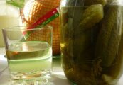 Лайфхак: Почему не стоит выливать огуречный рассол: хитрости использования в быту, кулинарии и для здоровья