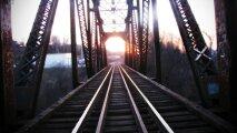 Общество: Что за дополнительные рельсы кладут на мостах внутри ж/д путей