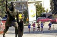 Общество: Почему античный гонец скончался после длительного бега, если марафон преодолевают многие спортсмены