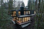 Архитектура: Стильный дом, построенный прямо в овраге: деревья остались нетронутыми