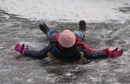 Лайфхак: Действенные способы, чтобы обувь перестала скользить на льду