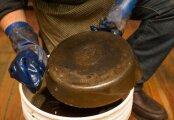 Лайфхак: 10 способов, как удалить многолетний нагар с чугунной сковороды