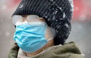 Лайфхак: Хитрость из советской армии, которая поможет не запотевать очкам при ношении маски