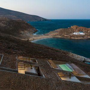 Архитектура: Дом-невидимка, спрятанный в скалистом греческом ландшафте