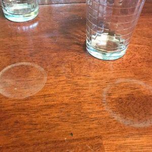 Лайфхак: Как вывести круги от чашки на деревянной поверхности, чтобы не испортить мебель