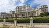 Архитектура: «Дворец Чаушеску» – самое большое здание в мире, над которым работало 700 архитекторов