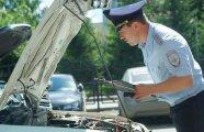 Автомобили: Почему не стоит просто открывать капот автомобиля по просьбе полицейского: важные нюансы
