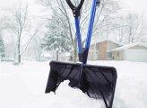 Общество: Уборка снега во дворе дома: каким инструментам отдать предпочтение, чтобы долго не гнуть спину