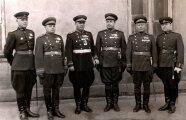 Гаджеты: Для чего на брюках советских офицеров были нужны странные «расширения» на бедрах