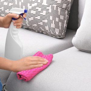 Как лучше удалить пятна с мягкой мебели - химчистка или народные средства?