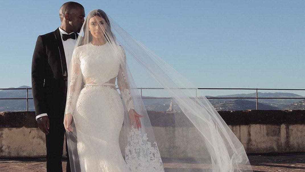 Как Риккардо Тиши создал одно из самых дорогих свадебных платьев для Ким Кардашьян
