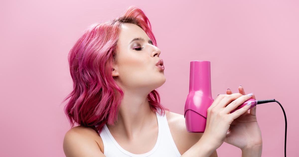 Как правильно пользоваться феном, чтобы не испортить волосы: 5 лайфхаков