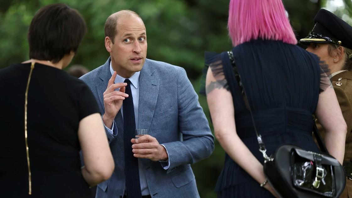 Принц Уильям вышел в свет в одиночестве: Кейт Миддлтон соблюдает вынужденный карантин