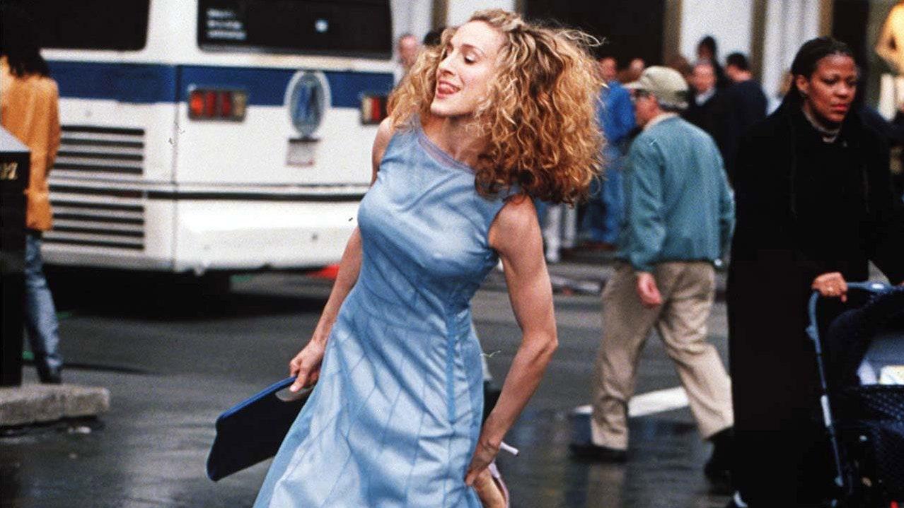 История платья Кэрри Брэдшоу, которое должно было быть на заставке «Секса в большом городе»