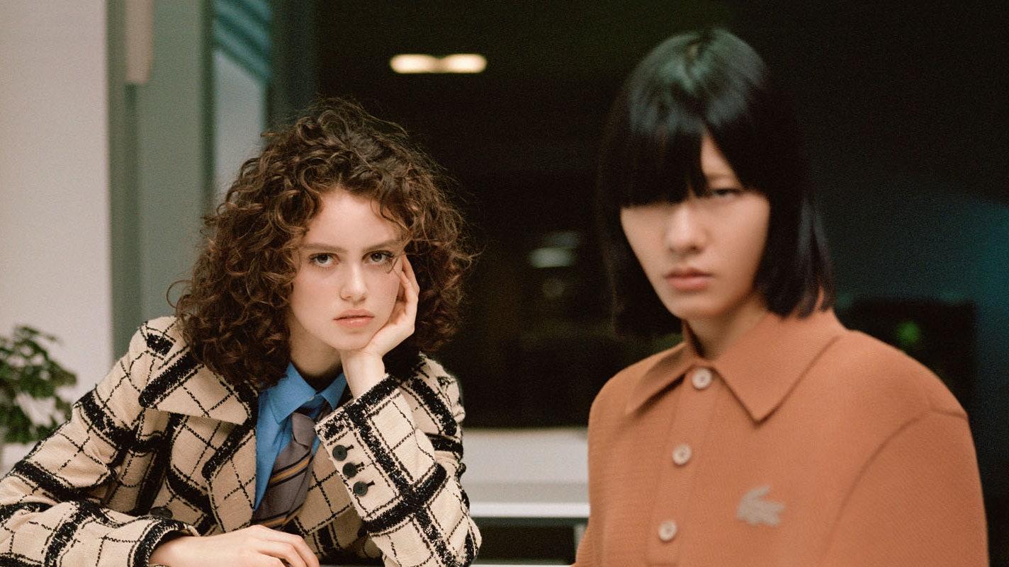 Школьная форма снова в моде. Как ее носить во взрослой жизни