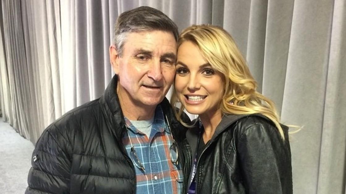 Отец Бритни Спирс хочет снова отправить ее в психиатрическую клинику