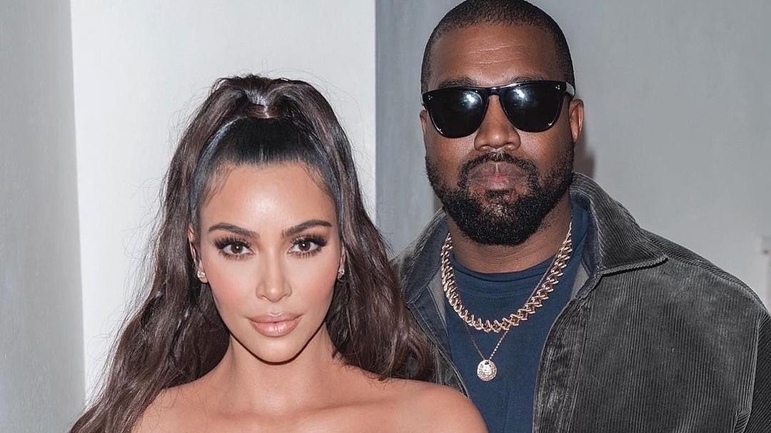 Канье Уэст помогает Ким Кардашьян с перезапуском ее бьюти-бренда, несмотря на развод