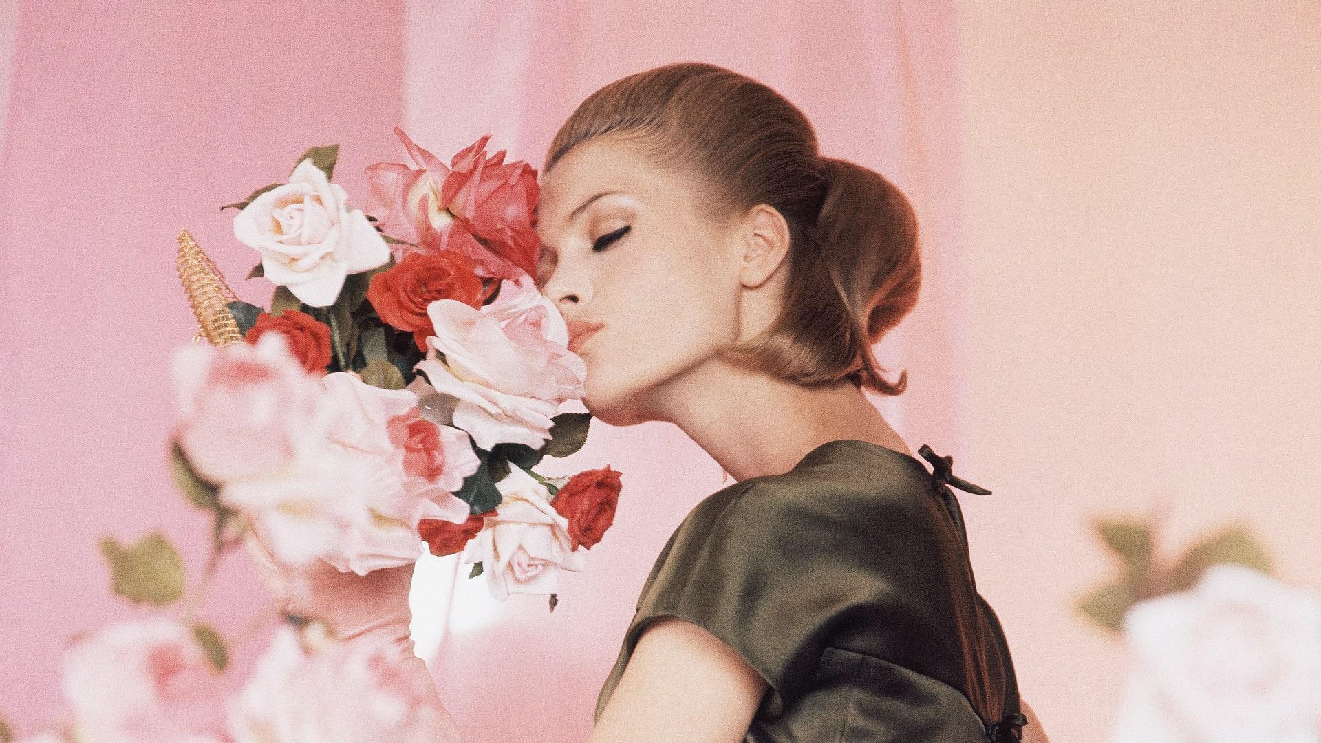 Ароматы с нотами роз — ваш телепорт в цветущий летний сад
