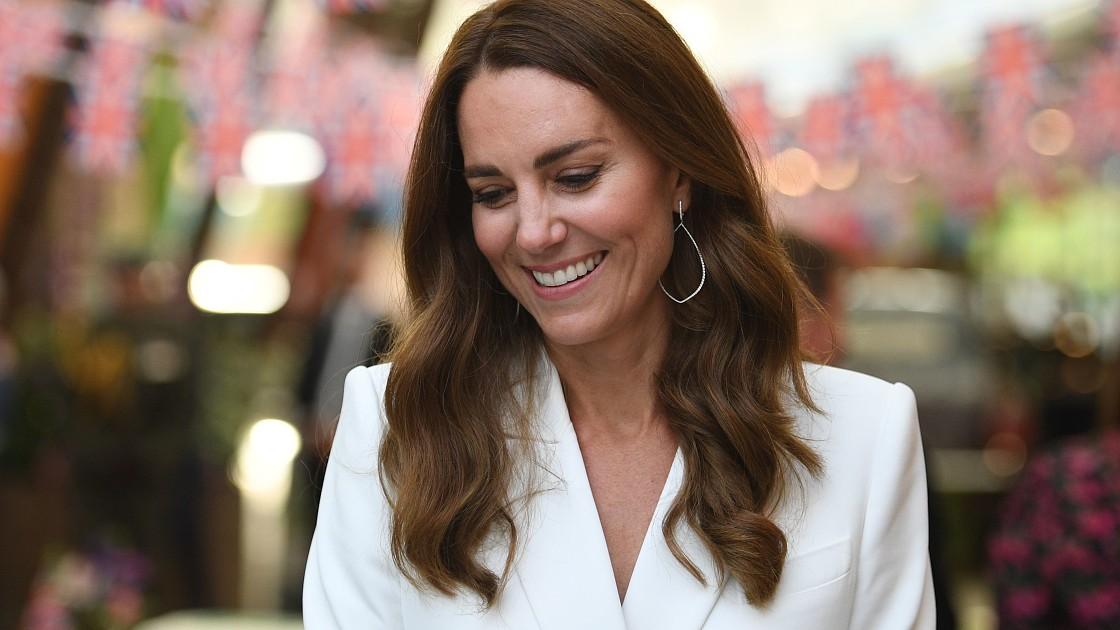 Невероятно стильная: Кейт Миддлтон появилась в особом украшении на саммите G7. Фото!
