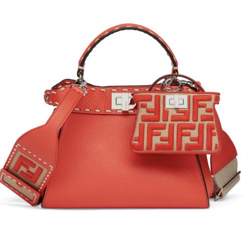 Fendi выпустили новую коллекцию сумок Peekaboo