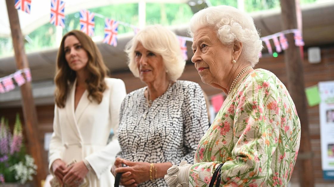 Как Кейт Миддлтон и Елизавета II поздравили жену принца Чарльза с 74-летием? Рассказываем!