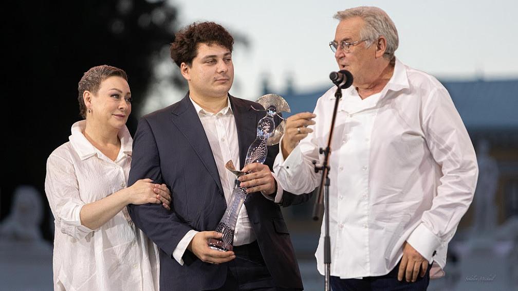 Мария Аронова, Евгений Миронов и Олеся Железняк стали лауреатами космической «Хрустальной Турандот»
