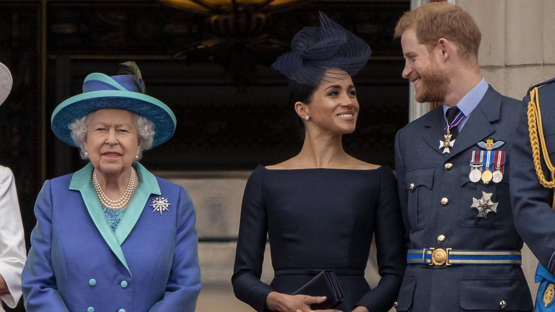 Конец терпению: Елизавета II намерена обратиться к адвокатам в борьбе с клеветой со стороны принца Гарри и Меган Маркл