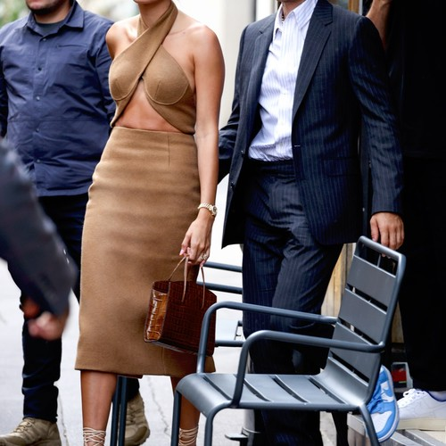Покоряем улицы Парижа, как Хейли Бибер