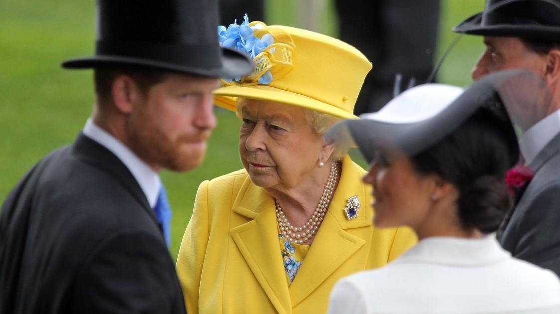 «Не хотели устраивать цирк»: почему Елизавета II опасается визита Меган Маркл в Великобританию?
