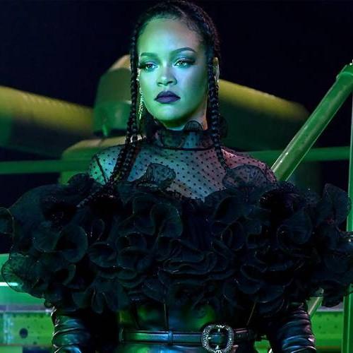 Рианна проведет третий модный показ Savage x Fenty